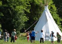Freunde Lagerfeuer Tipi Zelten Abenteuer Feiern