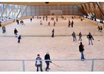 Eislaufen in der Eishalle in Götzens
