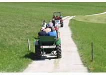 """Traktorsafari in Neudörfl: """"Leih' dir einen Traktor"""""""