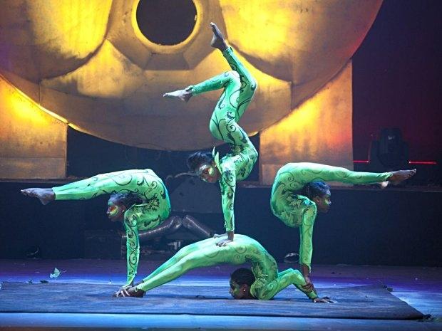 Cirque Eoloh! - Äthiopischen Schlangenmenschen
