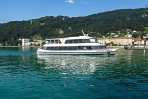 Rundfahrt mit dem Schiff in der Bucht in Bregenz