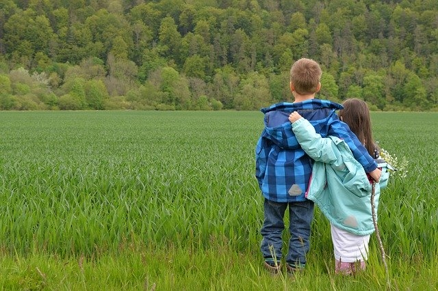 Kinder im Wald (c) pixabay
