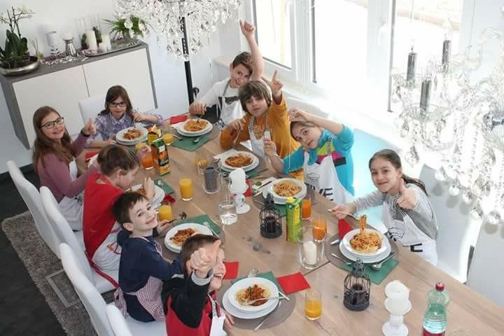 Gemeinsam Kochen beim Kindergeburtstag