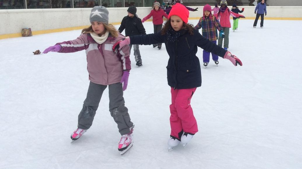 Eislaufen in der Eisarena Kundl Symbolfoto