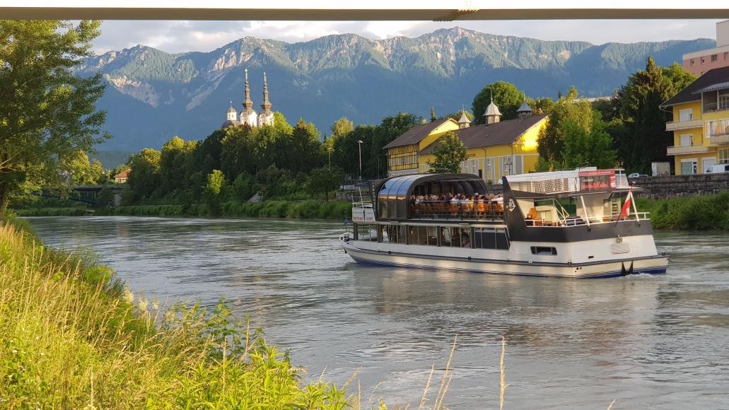 Mit der Drau-Fluss-Schifffahrt ein Stück Kärnten entdecken