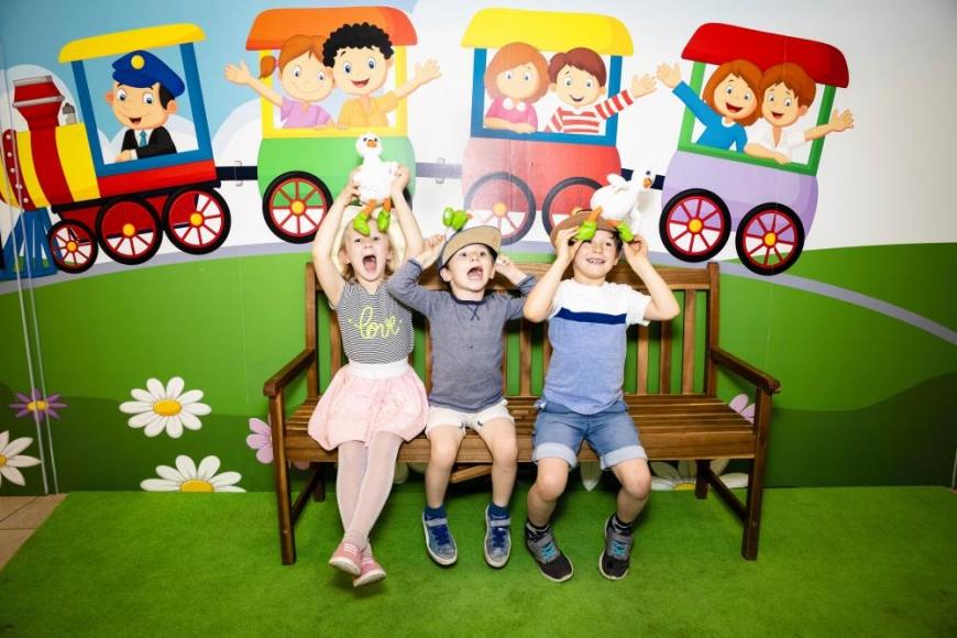 Kinder feiern Geburtstag im SEP Kinderzimmer