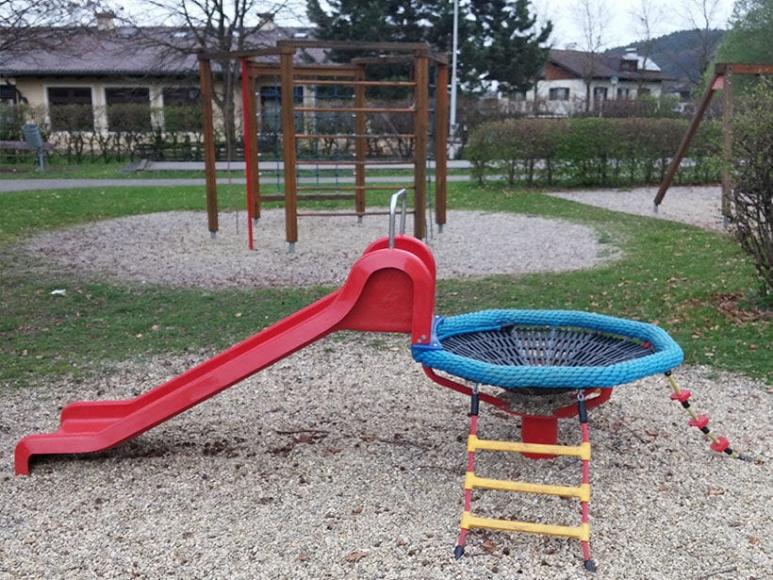 Spielvergnügen am Spielplatz in Schalchen