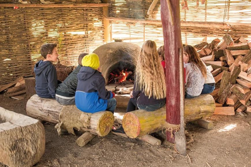 Kindergeburtstag im Steinzeitdorf/Neolithisches Dorf am Heldenberg