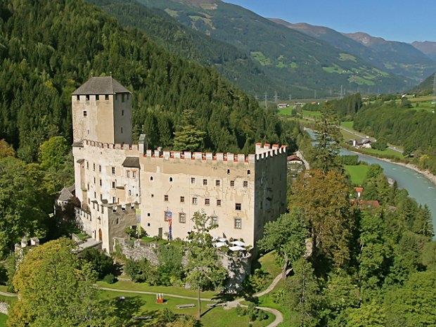 Schloss Bruck in Lienz - Blick ins Iseltal