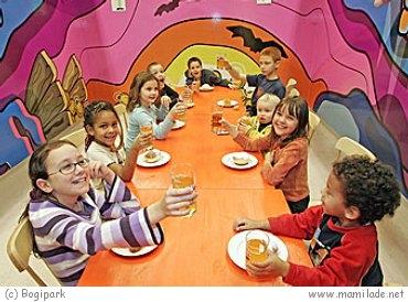 kindergeburtstag im indoorspielplatz bogi park feiern mamilade ausflugsziele. Black Bedroom Furniture Sets. Home Design Ideas