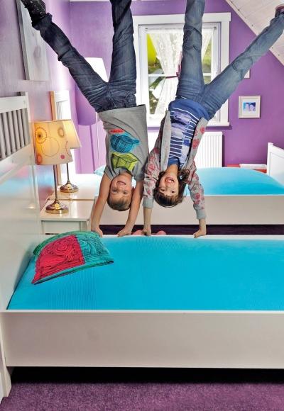 Vomperbach - Haus steht Kopf - Betten im Kinderzimmer