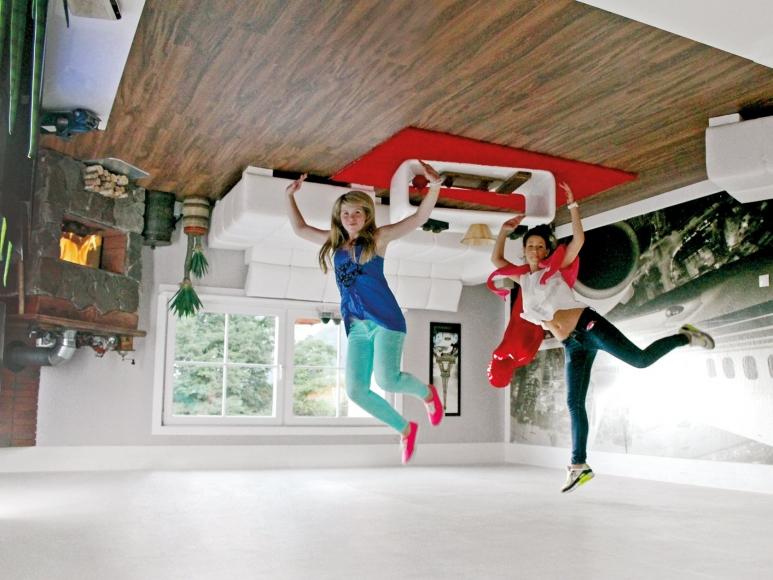 Vomperbach - Haus steht Kopf - Wohnzimmer richtig herum