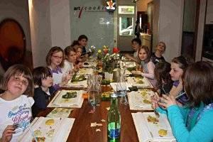 Kinderkochgeburtstag in der Kochschule (c) art cooking
