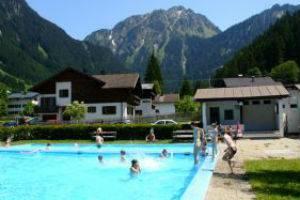 (c) Schwimmbad Partenen