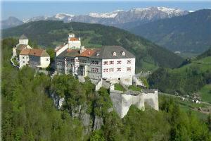 (c) Burg Strechau