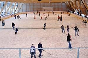 Eislaufen in der Eishalle in Götzens (c) Gemeinde Götzens