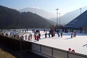 Eislaufen am Eislaufplatz Imst (c) Sportzentrum Imst