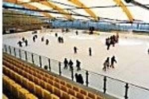 Eislaufen in der Eisarena Kundl (c) Tourismusverband Kundl