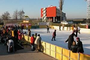 Eislaufen vor der Sonnentherme Lutzmannsburg (c) ARGE Gesunde Bewegung