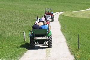 """Traktorsafari in Neudörfl: """"Leih' dir einen Traktor"""" (c) SK"""