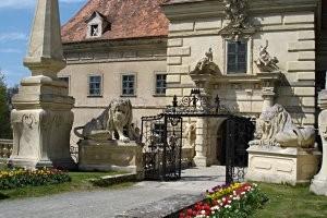 (c) Schloss Greillenstein