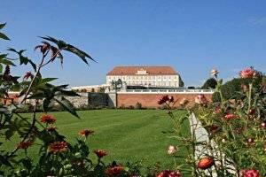 (c) Schloss Hof
