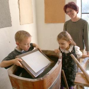Kreativwerkstatt im Papiermachermuseum