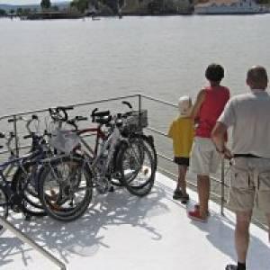 Fähre der Schifffahrt Gangl in Illmitz