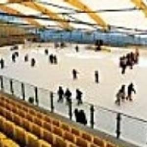 Eislaufen in der Eisarena Kundl