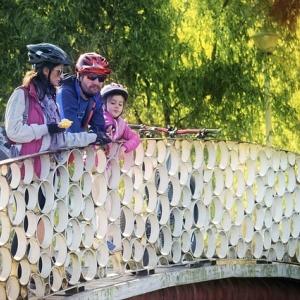 Familie beim Radfahren