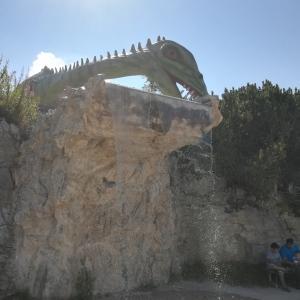 Der Berg ist fest in Dino Hand