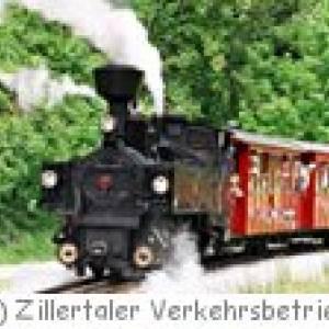 Jenbach: Dampfzug der Zillertalbahn