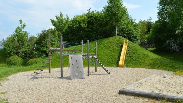 Kletterturm am Spielplatz