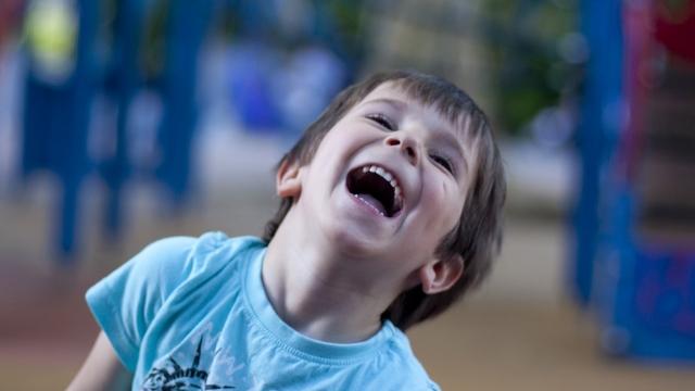 Symbolfoto Kinder Spielplatz Hofwiese