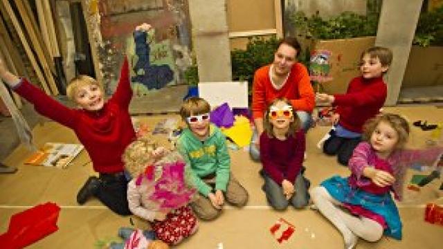 Theater in der Josefstadt - kostenlose Kinderbetreuung bei ausgewählten Nachmittagsvorstellungen